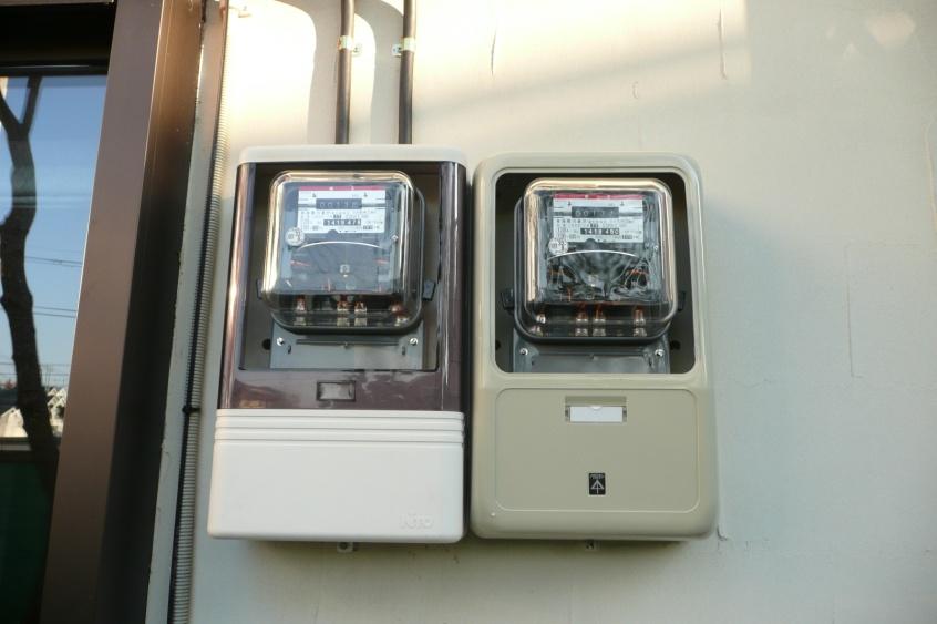東京電力に電気を売るための売電メーターの取付です