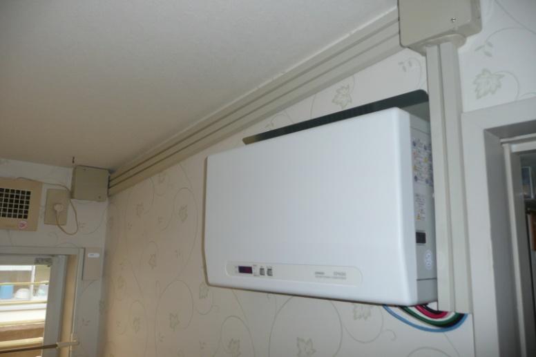 発電した電気は直流なので、一般の家電で使える交流電気に変換するパワーコンディショナーです。