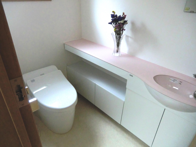空間を広げてかわいくゆったりトイレに
