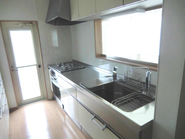 機能的で収納たっぷり、お手入れ簡単キッチン