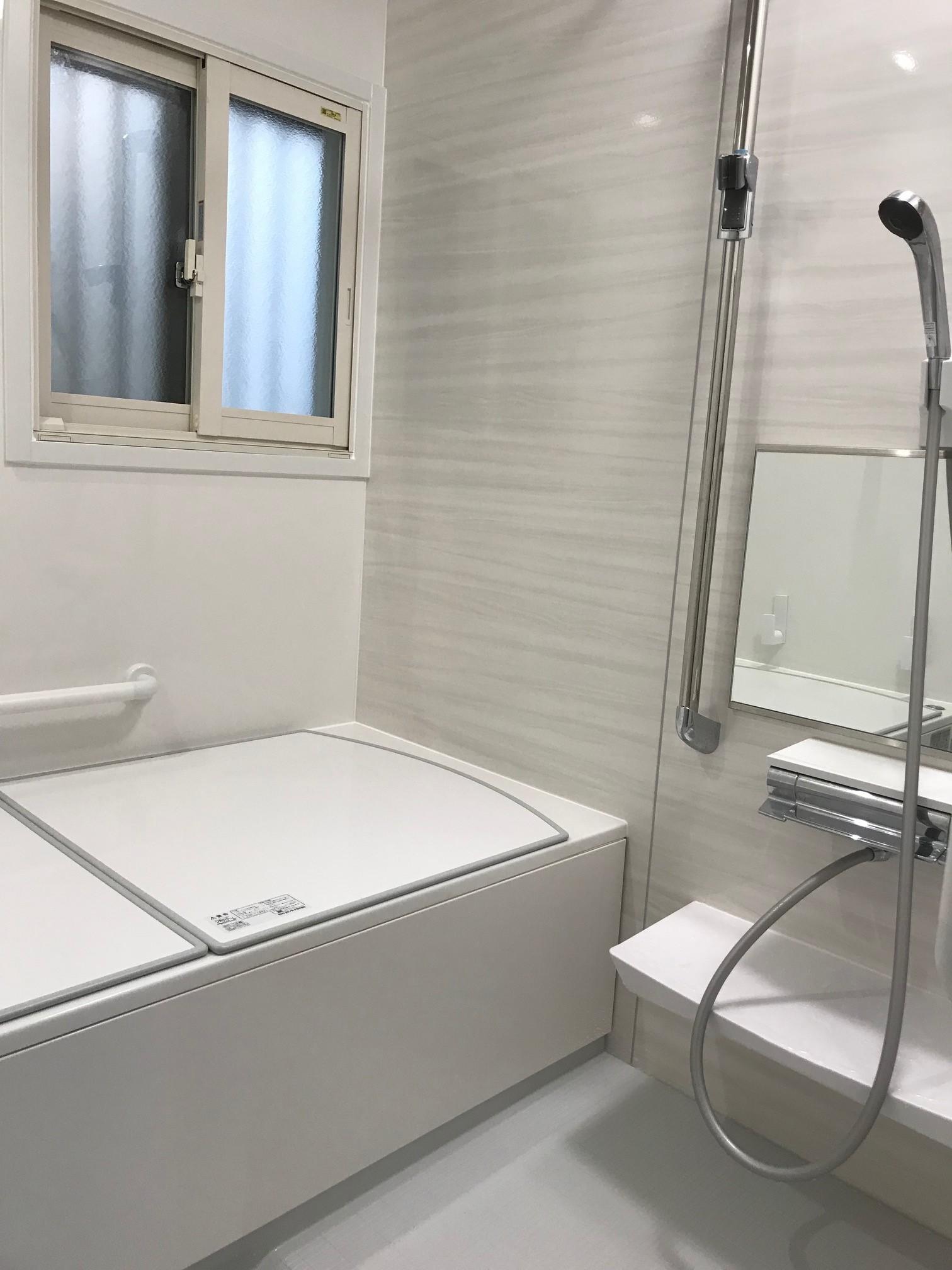 浴室 施工後(内窓を取付け断熱効果も!!タカラスタンダードのシステムバスへ♪)